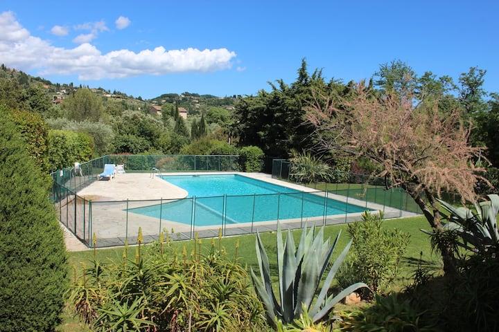 Agréable Villa avec jardin et piscine à Grasse