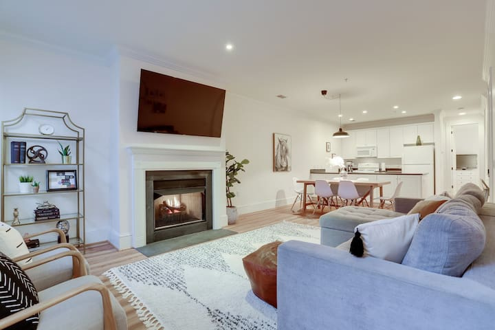 Sojourn | Stylish 2 BR Garden Home | Capitol Hill