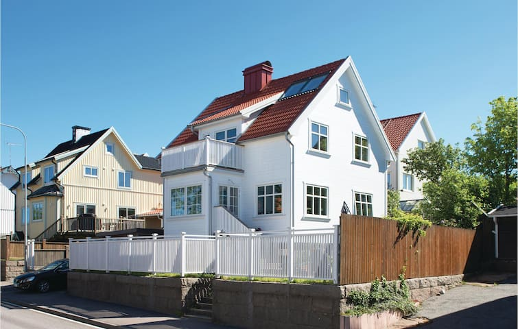 Holiday apartment with 1 bedroom on 33 m² in Kungshamn
