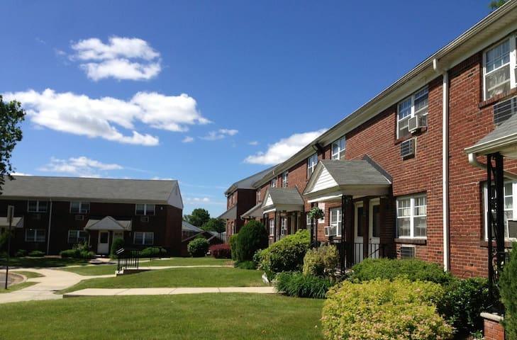 Clara Barton Apartments - Edison - Huoneisto