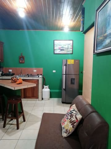 Apartament La Fortuna Downtown/COZY/ Wifi/ Parking