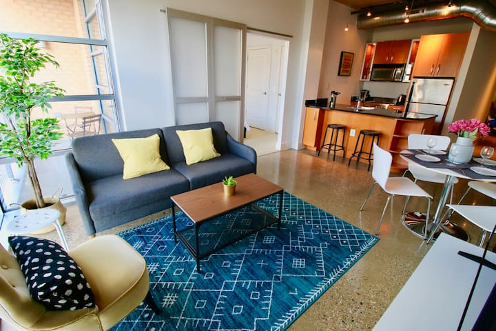 Logan loft living - 2bd 2bath