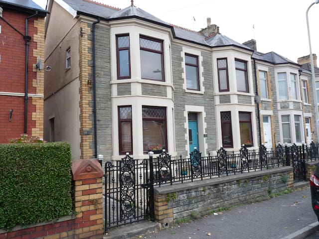 Pretty Nostalgic 2 bedroom flat - Bridgend - Apartament