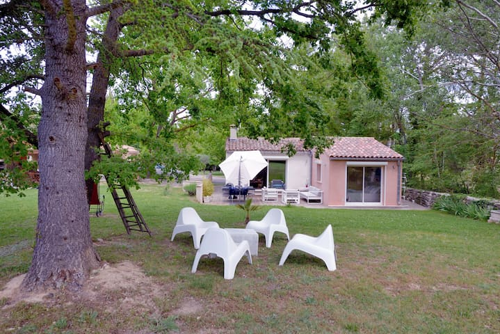 Maison de charme désinfectée dans le pays d'Aix