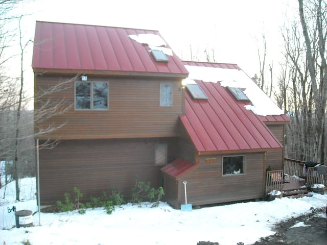 Mt Snow/Wilmington VT-XLg 4+BR/3Bth, Pool/HTub - Wilmington - Talo