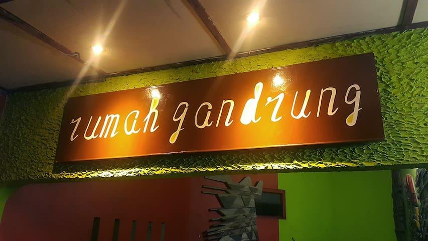 Rumah Gandrung Inn - Artsy and Cozy Inn (2)