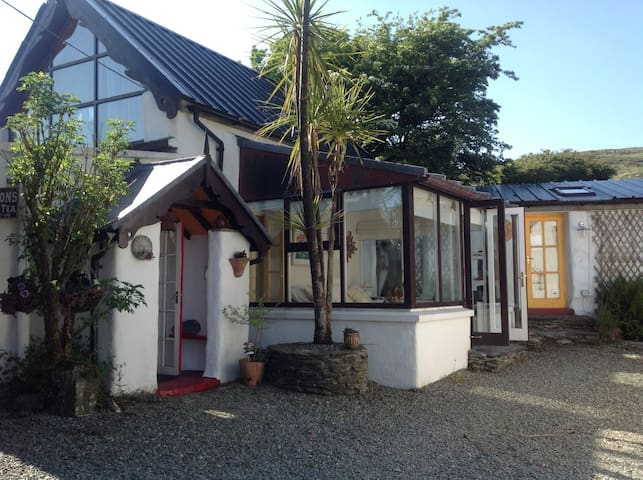 Mount Kid Cottage: Jacuzzi, Sauna and wi fi. - Ballydehob - Cabin