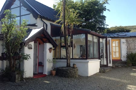 Mount Kid Cottage: Jacuzzi, Sauna and wi fi. - Ballydehob