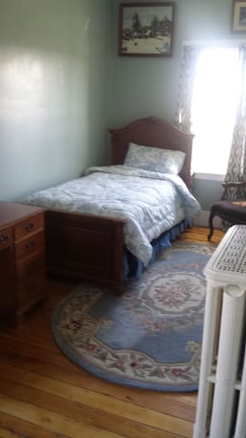 Private Room in large historical house-Farmington - Farmington - Hus