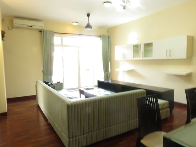 Hawaii Apartment near Bambalapitiya Beach - Colombo - Huoneisto