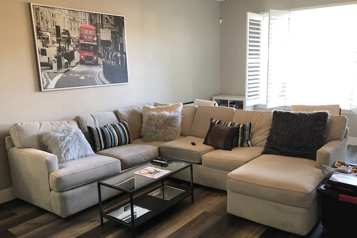 Quiet, Clean and Comfy - Roseville!