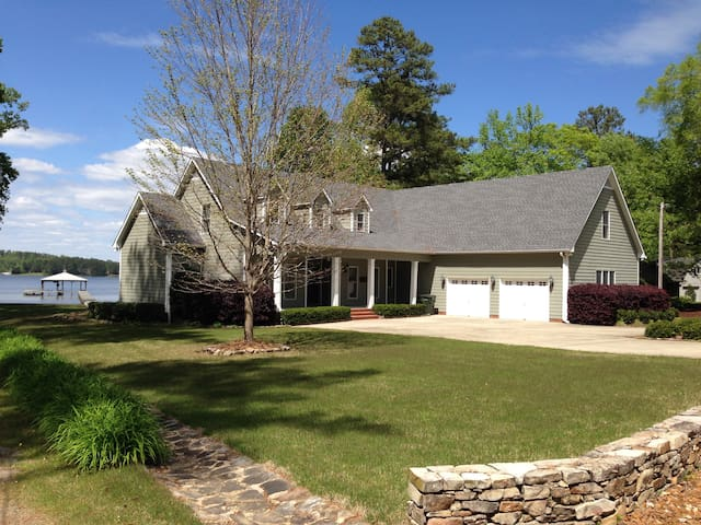 Gorgeous Lake Guntersville Home - Pets OK - WiFi - Scottsboro