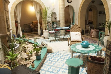 Riad LALLA ZINA : 2 personas - Essaouira - Bed & Breakfast