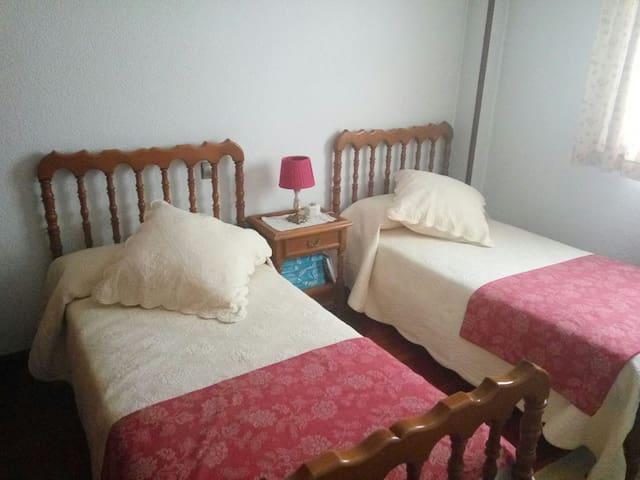 Habitación doble en piso centrico - Aranda de Duero - Jiné