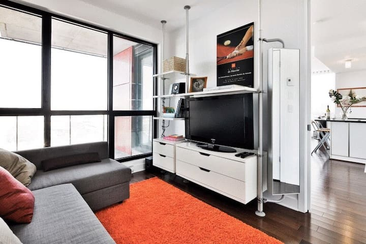 Beautiful modern condo downtown Montreal