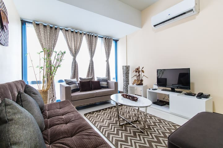 60 Sqm 1 B/R Makati Apartment in Salcedo (I)