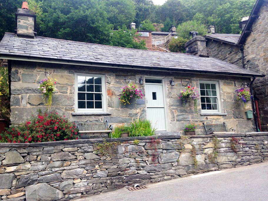Dolydd village cottage, South facing with open views