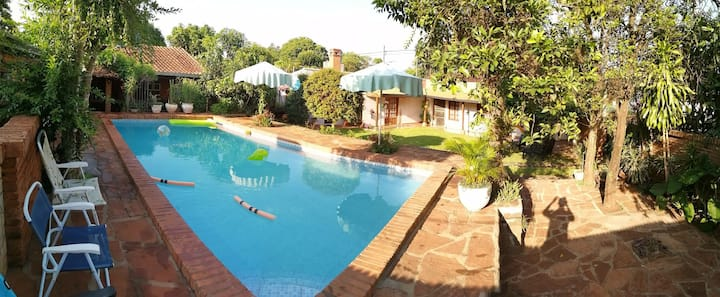 Hermosa casa familiar con arboles quincho piscina