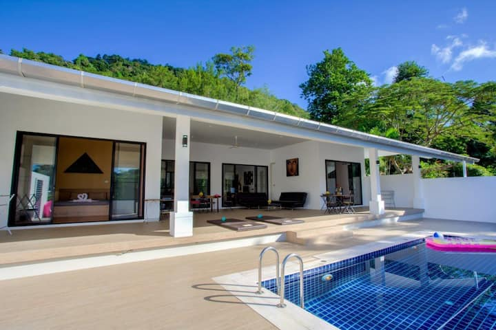 Paradise villa private pool 4 bedrs in Nai Harn