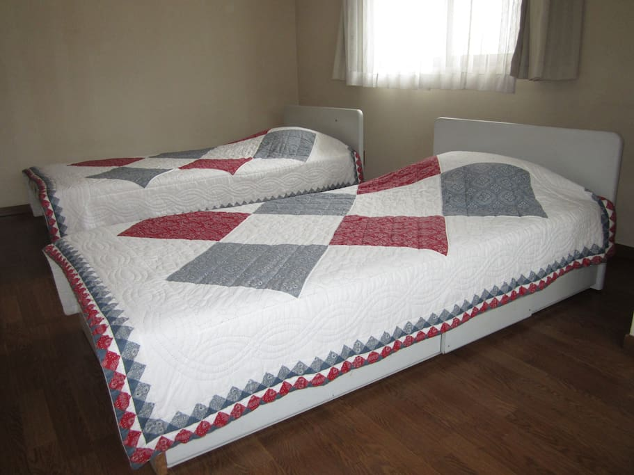 Twin single-bed room pic 1