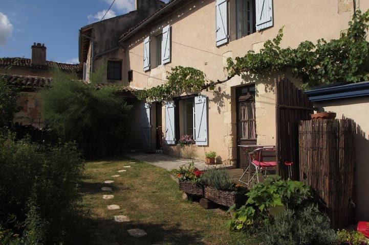 Nice house with a terrace in a little village - Quinçay - Huis
