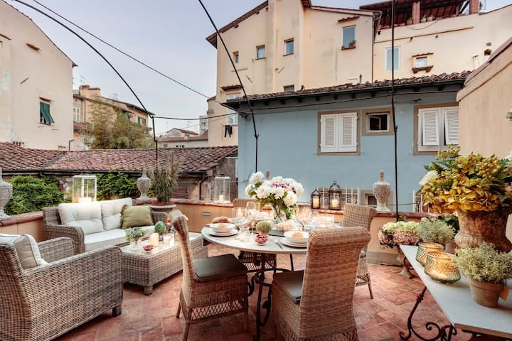 CASA BRUMAR, the Most Central Terrace inside the Walls of Lucca