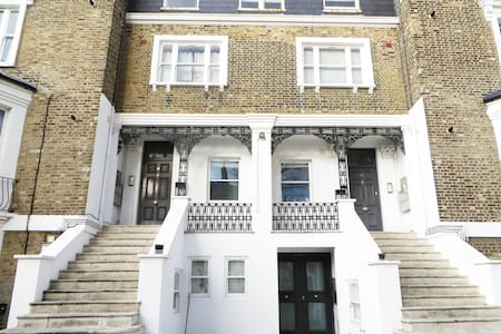 Large modern room with private bathroom - London - Wohnung