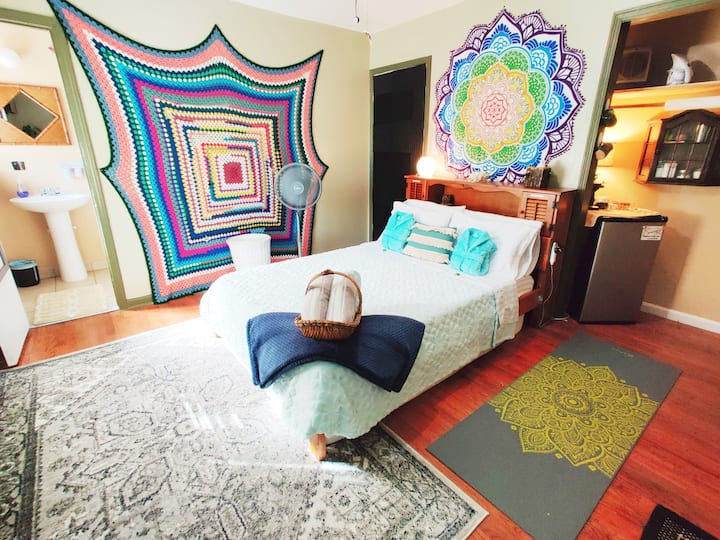 Eclectic Room in Fun-Loving Home, Safe Neighborhüd