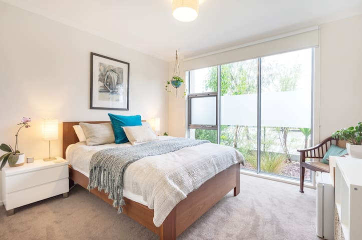 Queen size bedroom with leafy outlook