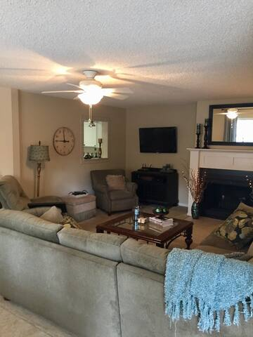 Luxury  1BR/1BA Condo near Pinehurst County Club - Pinehurst - Selveierleilighet