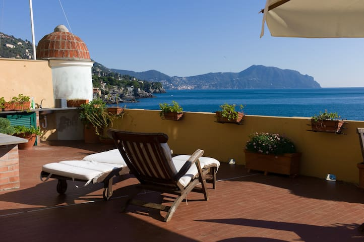 Il Castello: Sunny Apartment in front of the Sea - Bogliasco - Appartement