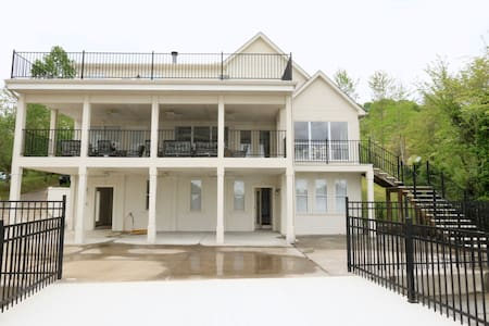 Mountain Lake House Getaway - Jefferson City - Casa