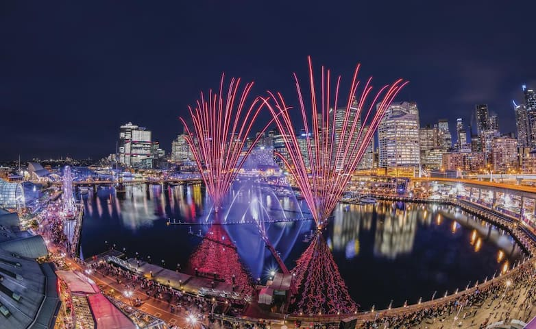 Darling Harbour -  800 m , 10 minutes walking distance