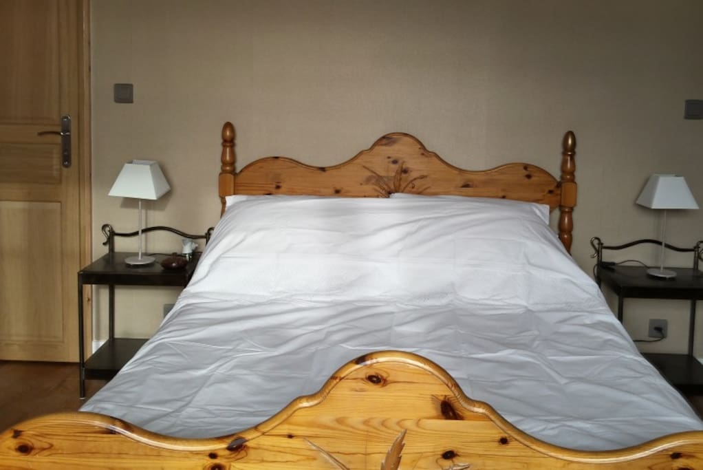 River Room Large Double Bed