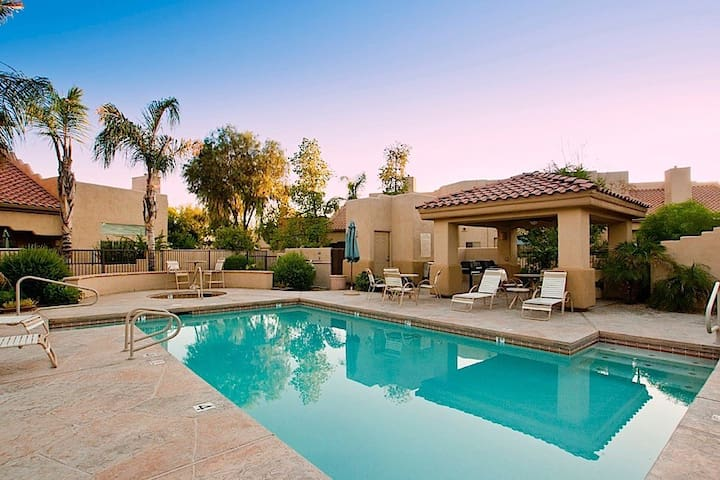 Arroyo Madera  2 BR Townhouse/ COM Pool/ Jacuzzi/ Scottsdale