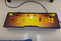 Providing the Advanced All-in-one Arcade Video Game Player, Built-in over 600 Classic Arcade Games, unlimited FREE to play, No Coin is required. 提供内置600合一经典街机电视游戏机,完全免费玩乐,真的无需再入银币就可无限玩乐!