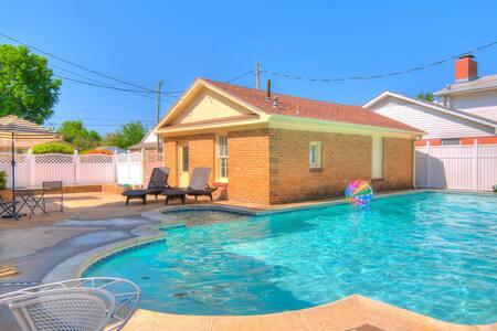 Sweet Shawnee,Newly Remodeled 6 Bedrooms,Pool
