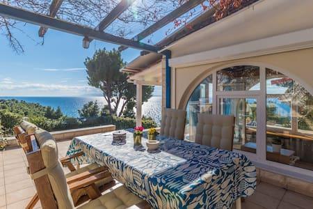 Private Beach Villa by Sea & Forest