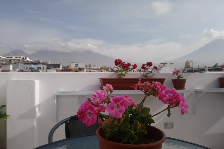 Vista Panorámica para las montañas desde la Azotea de la Casa, libre acceso durante todo el día.