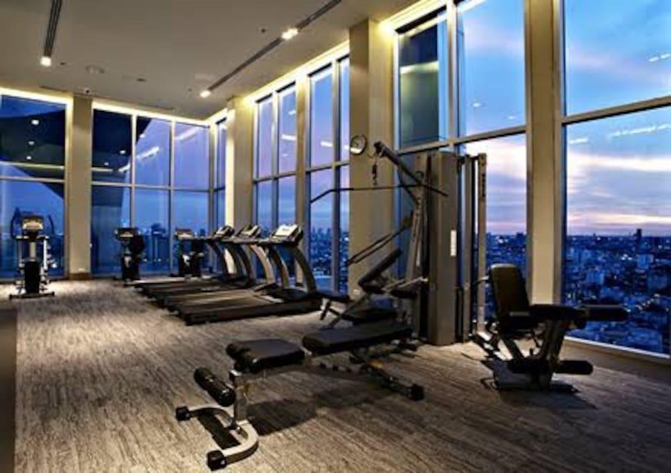 Sky gym room 高空健身房 免費使用
