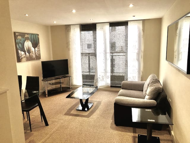 The Paramount: One-Bedroom Executive Serviced Apartment with Balcony