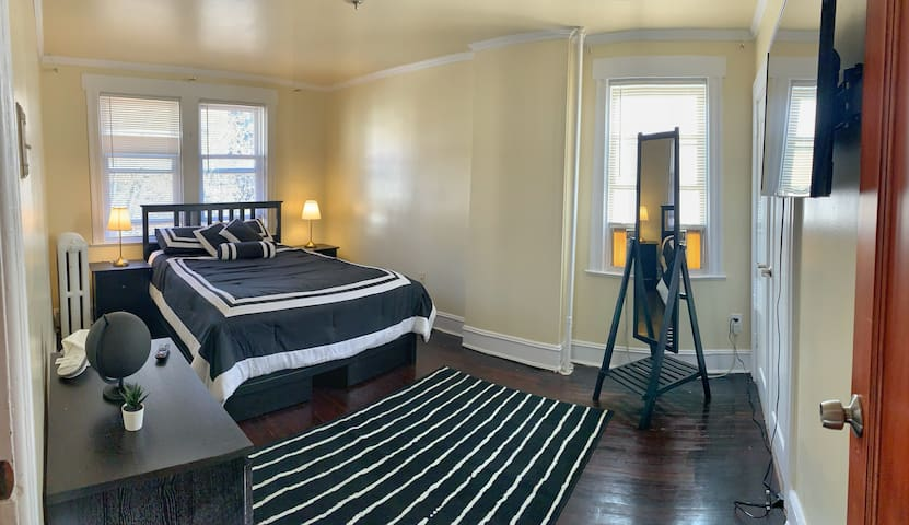 Stylish and cozy room  , 10 mins to Manhattan