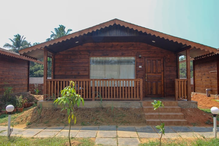 Beautiful Wooden Cottages with Swimming Pool