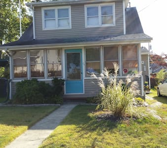 House Near Beaches w/water views - Toms River - House