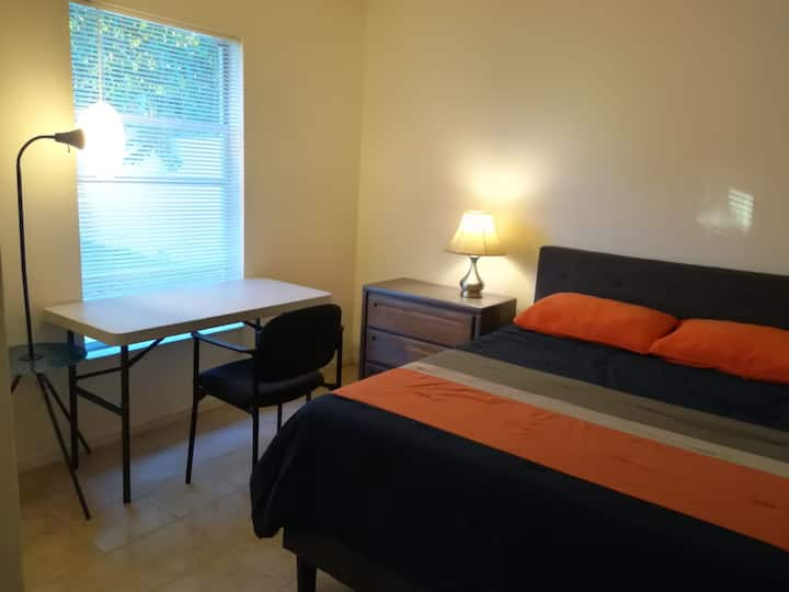 Private Room close to UCF Orlando Fl