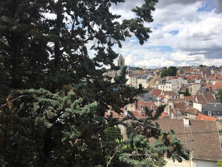 Maison plein centre ville vue sur vieux Pontoise .