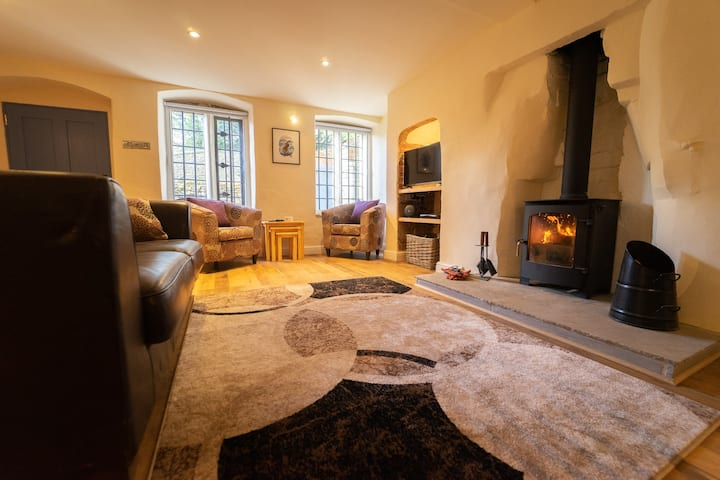 Ground floor apartment with log burner & en-suite