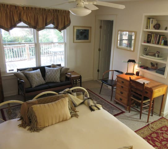 Private Cottage-style Studio by Big Creek Greenway