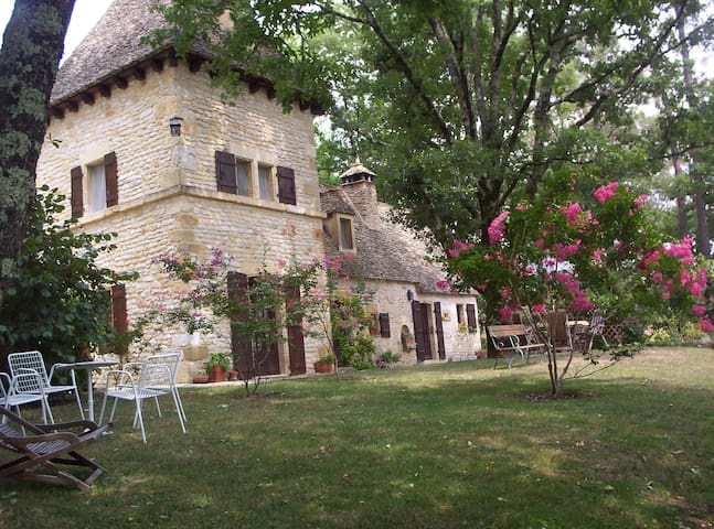 Fairytale , gorgeous views, garden, heated pool - Auriac-du-Périgord - Huis