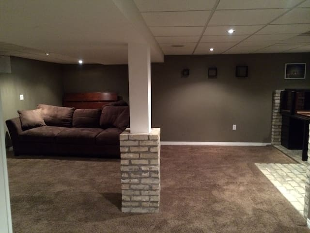Luxurious Basement Suite - Winnipeg - Dom